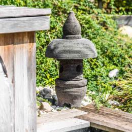 lanterne japonnais en pierre de lave 55 cm jardin zen