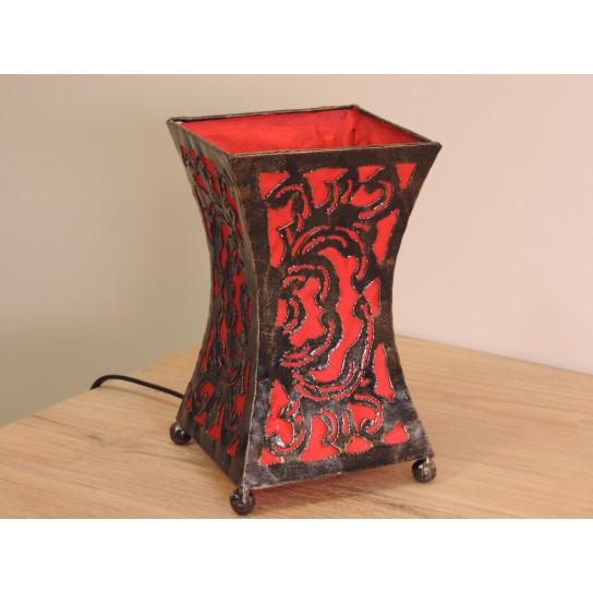 Lampe en acier cintrée rouge 20 cm