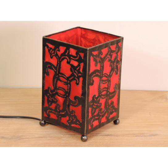 Lampe en fer forgé rectangle rouge 12 cm hauteur 20 cm