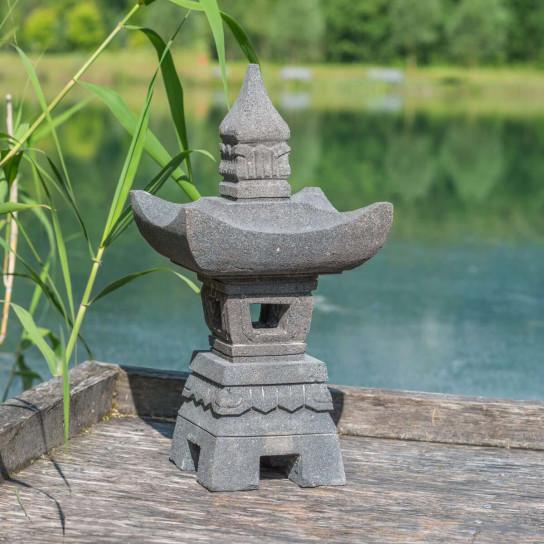 lanterne japonaise en pieere de lave