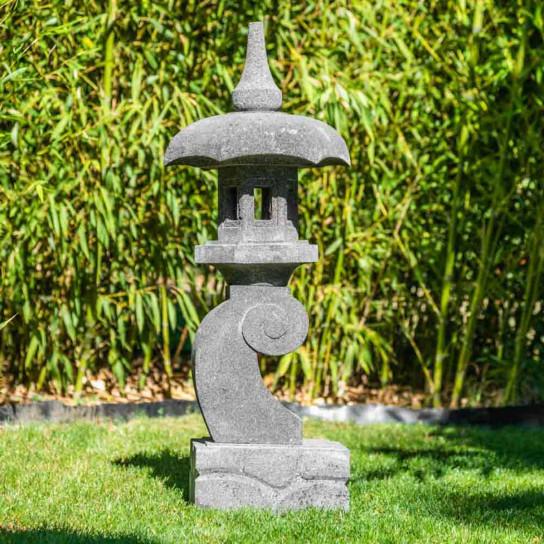 Lanterne japonaise pagode zen en pierre