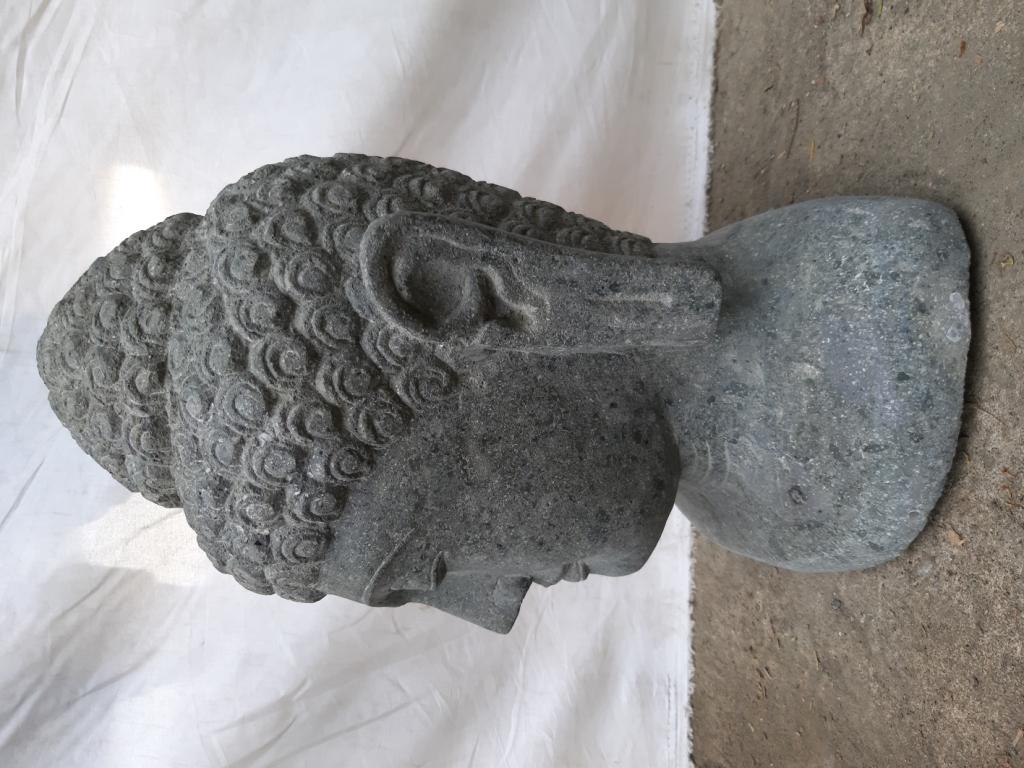 statue de bouddha buste en pierre naturelle pierre volcanique h 40 cm. Black Bedroom Furniture Sets. Home Design Ideas