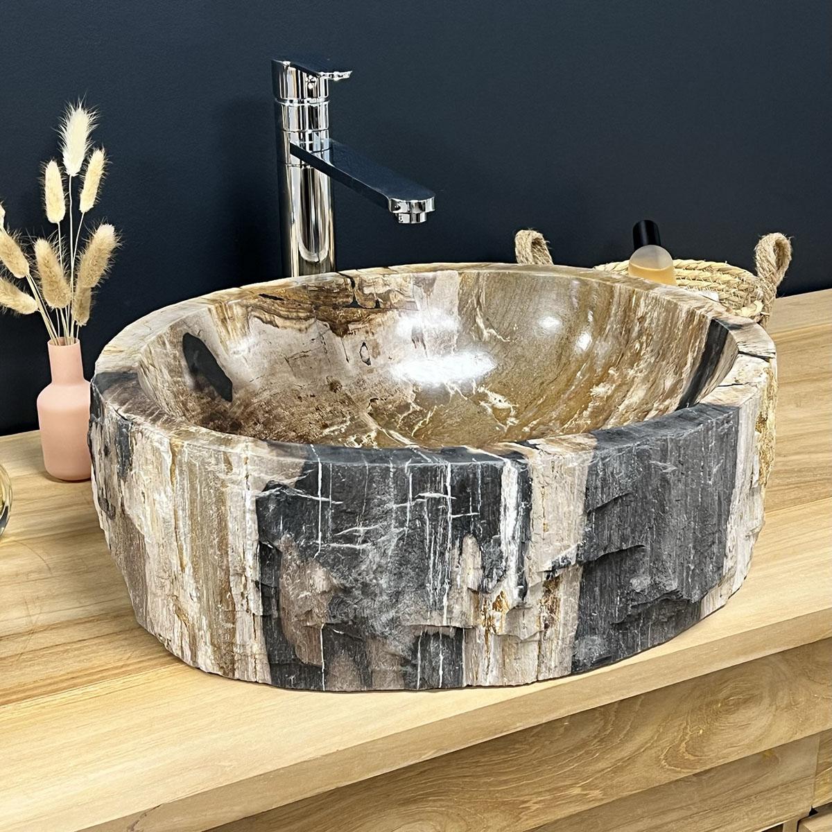 Double vasques de salle de bain en bois p trifi fossilis for Bain en bois exterieur