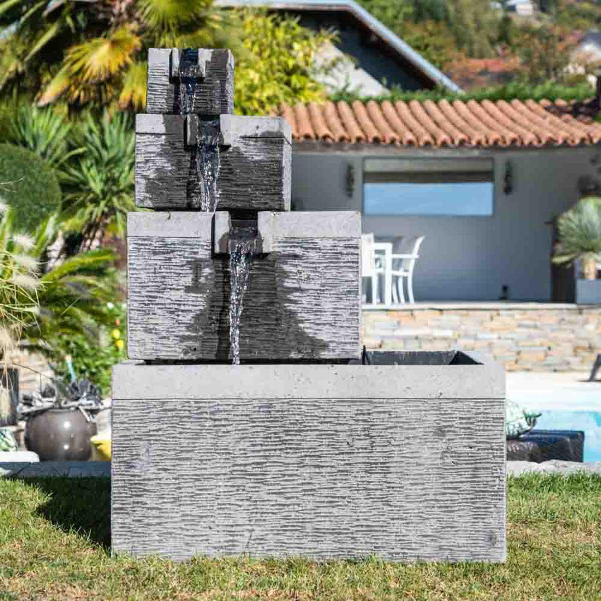 Fontaine de jardin : fontaine à débordement, bassin carré ...