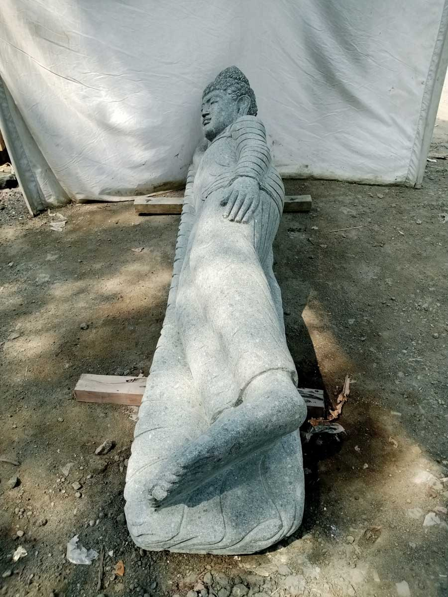 statue de bouddha couch en pierre v ritable pierre volcanique h 2 m. Black Bedroom Furniture Sets. Home Design Ideas