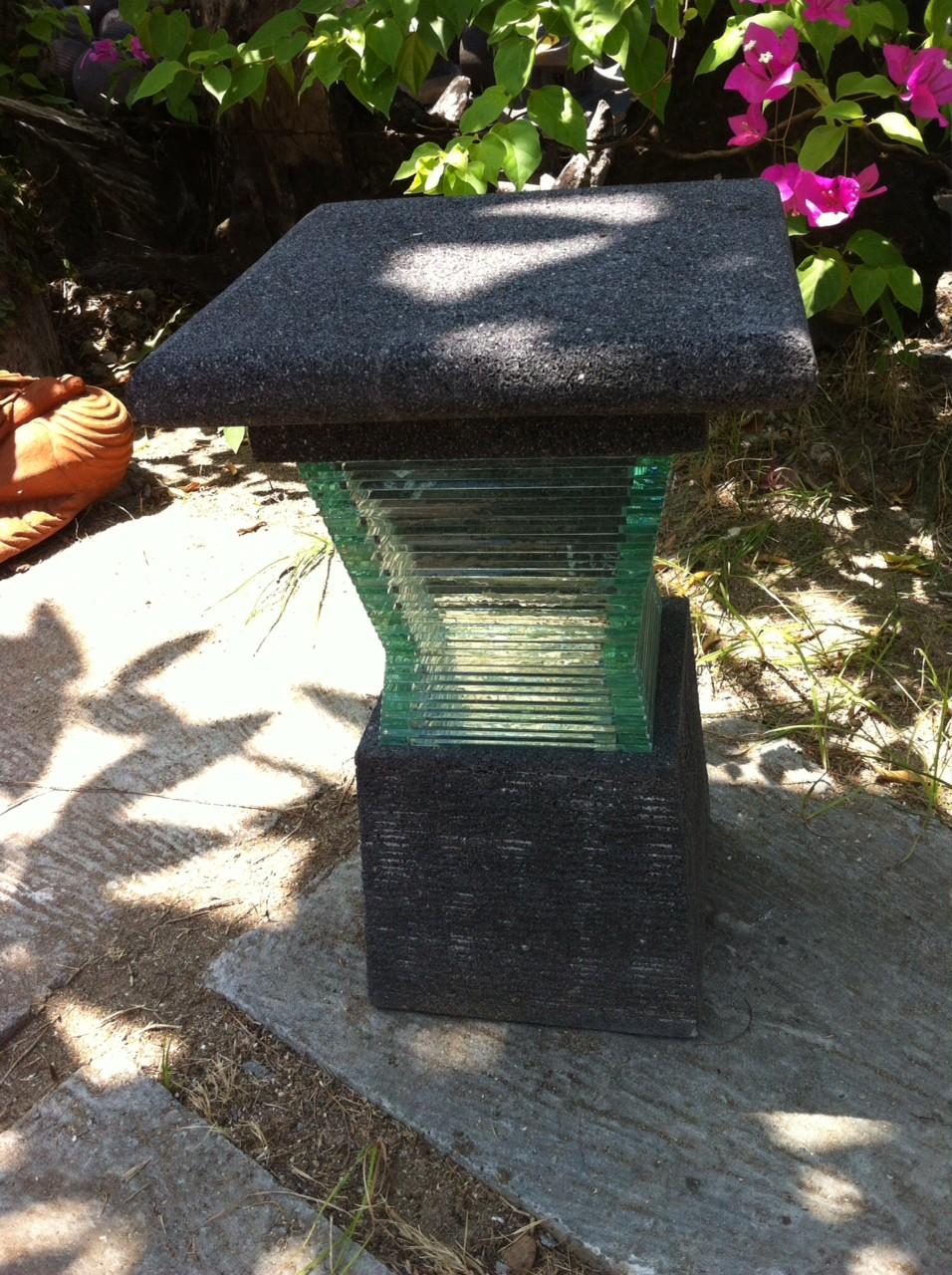 lampe de jardin en pierre de lave et verre design 40cm. Black Bedroom Furniture Sets. Home Design Ideas