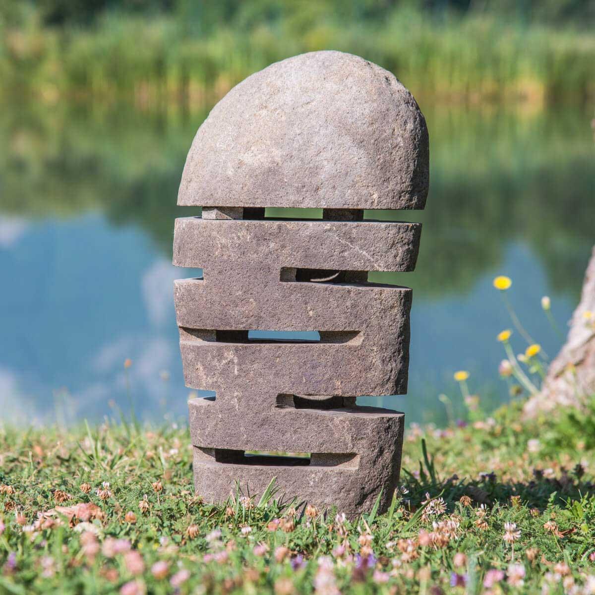 Lampe de jardin en galet de rivi re naturel h 50 cm for Pierre decoration jardin