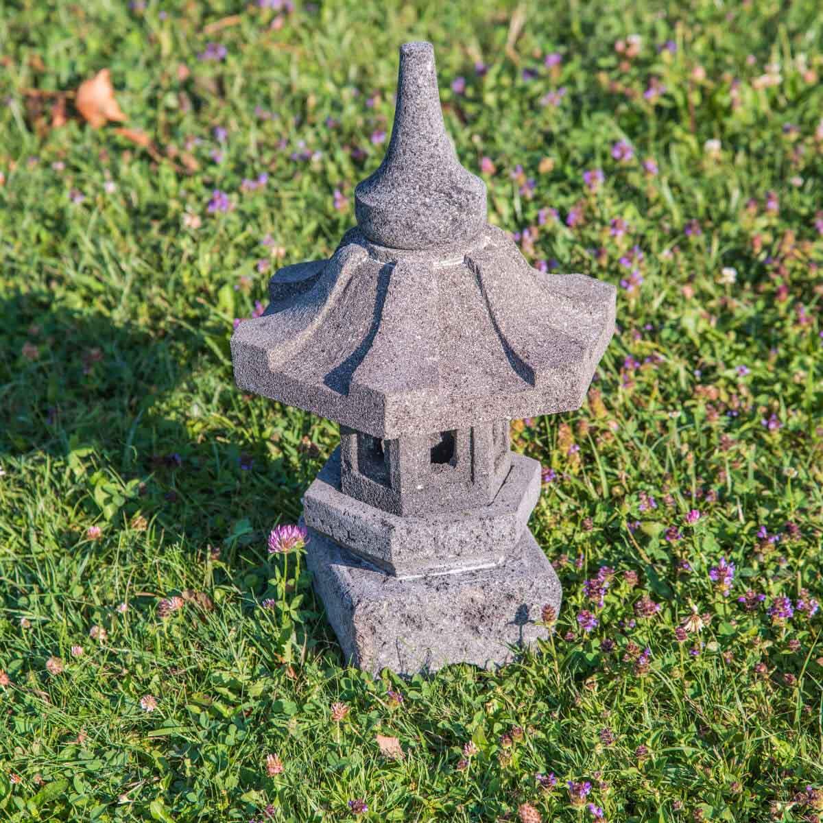 Lampe de jardin en pierre de lave naturel h 50 cm for Lampe de jardin jardiland
