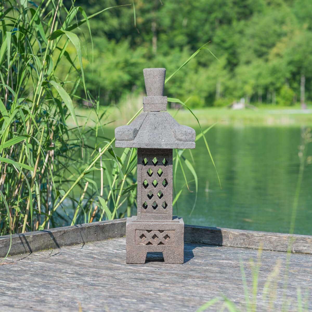 Lampe japonaise en pierre de lave naturel h 75 cm for Lampe japonaise exterieur