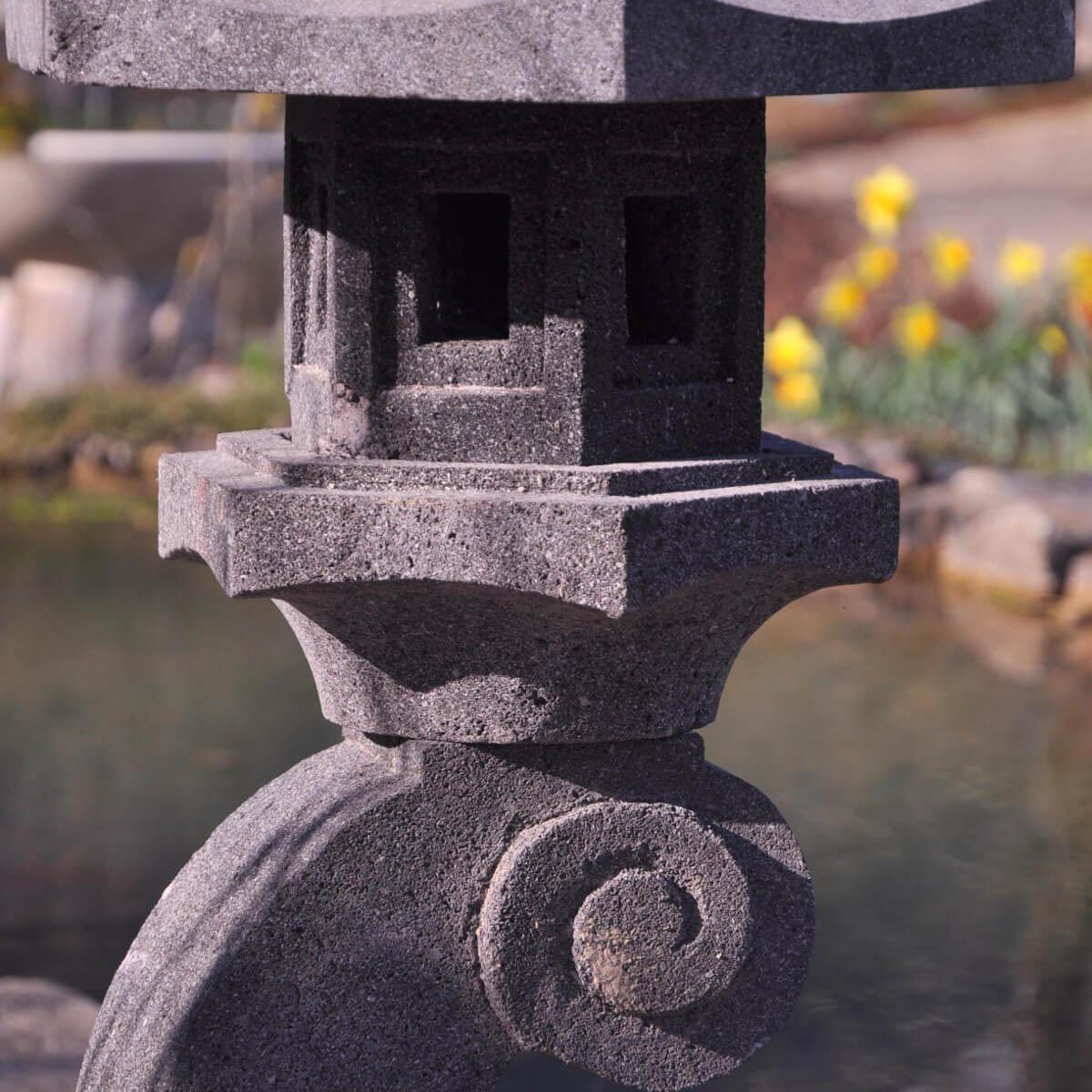 eclairage jardin lanterne japonaise pierre de lave l 36 x p 36 x h 85 cm. Black Bedroom Furniture Sets. Home Design Ideas