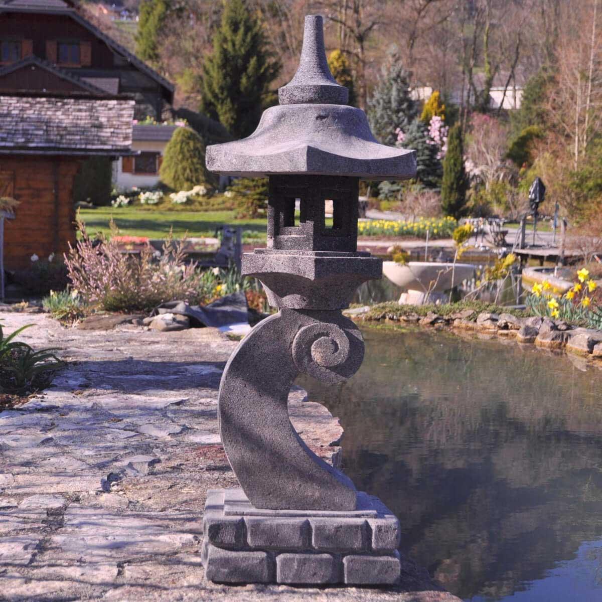 Eclairage jardin lanterne japonaise pierre de lave l for Lanterne japonaise de jardin pas cher