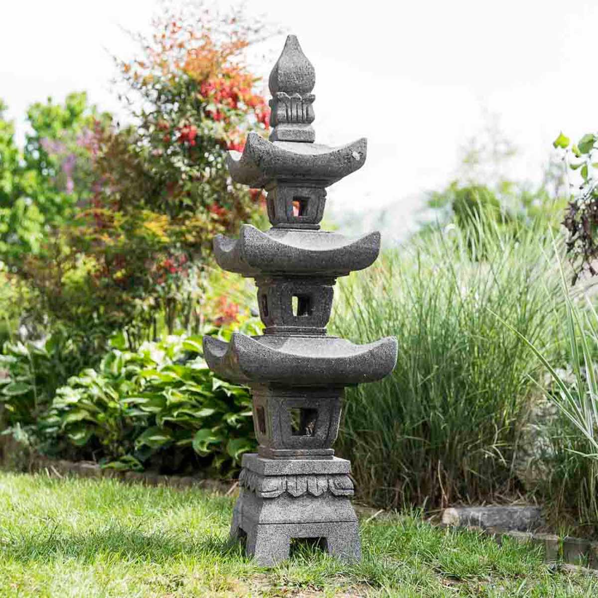 lampe de jardin en pierre de lave naturel h 1 m 10. Black Bedroom Furniture Sets. Home Design Ideas