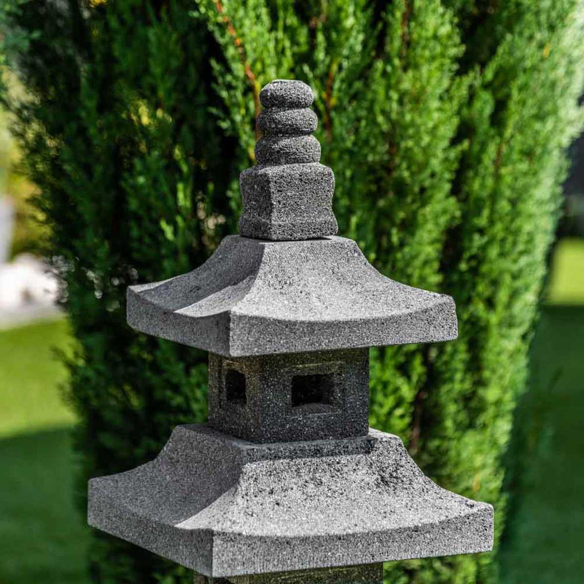 lampe de jardin en pierre de lave naturel h 80 cm. Black Bedroom Furniture Sets. Home Design Ideas