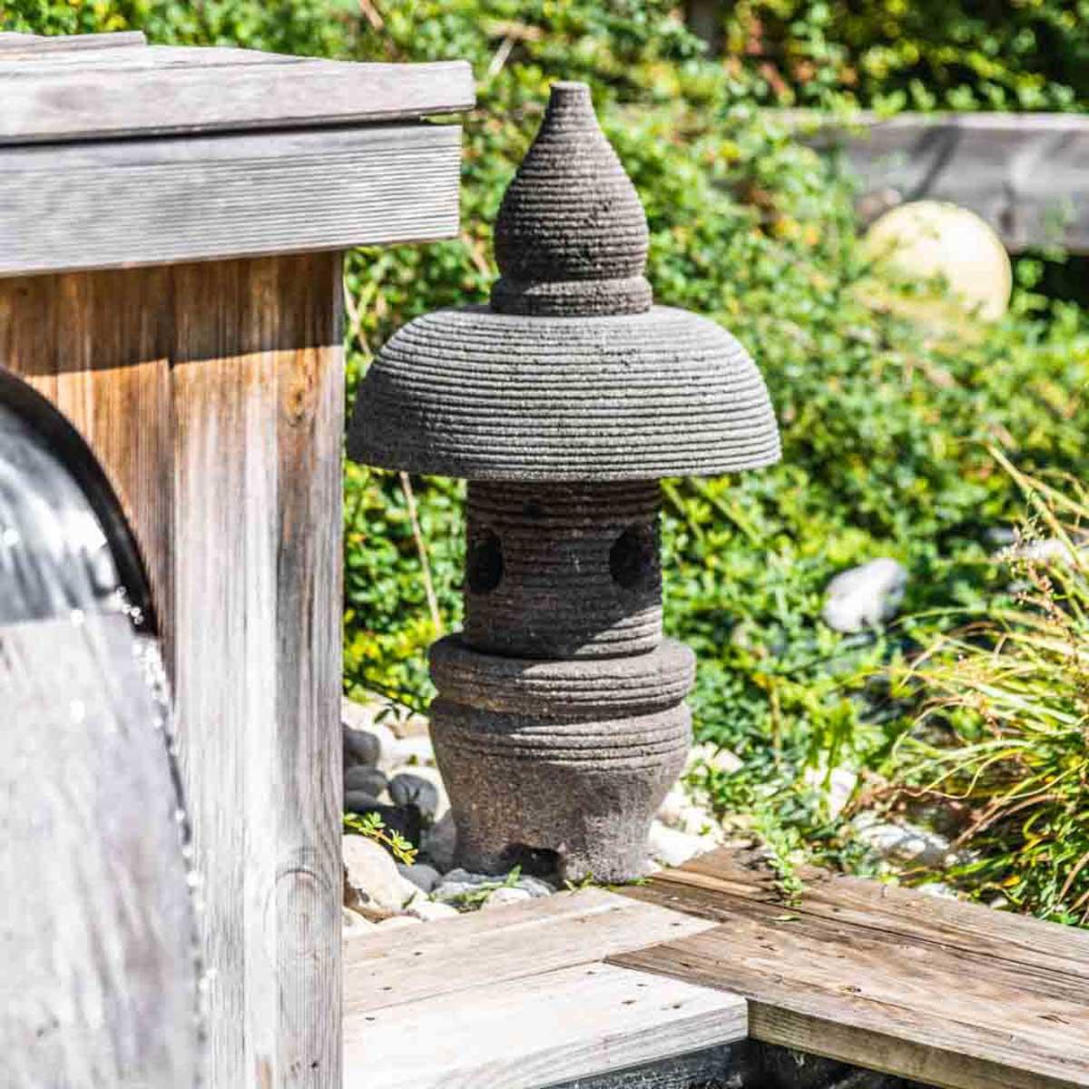Lampe japonaise en pierre de lave naturel h 55 cm for Pierre de decoration de jardin