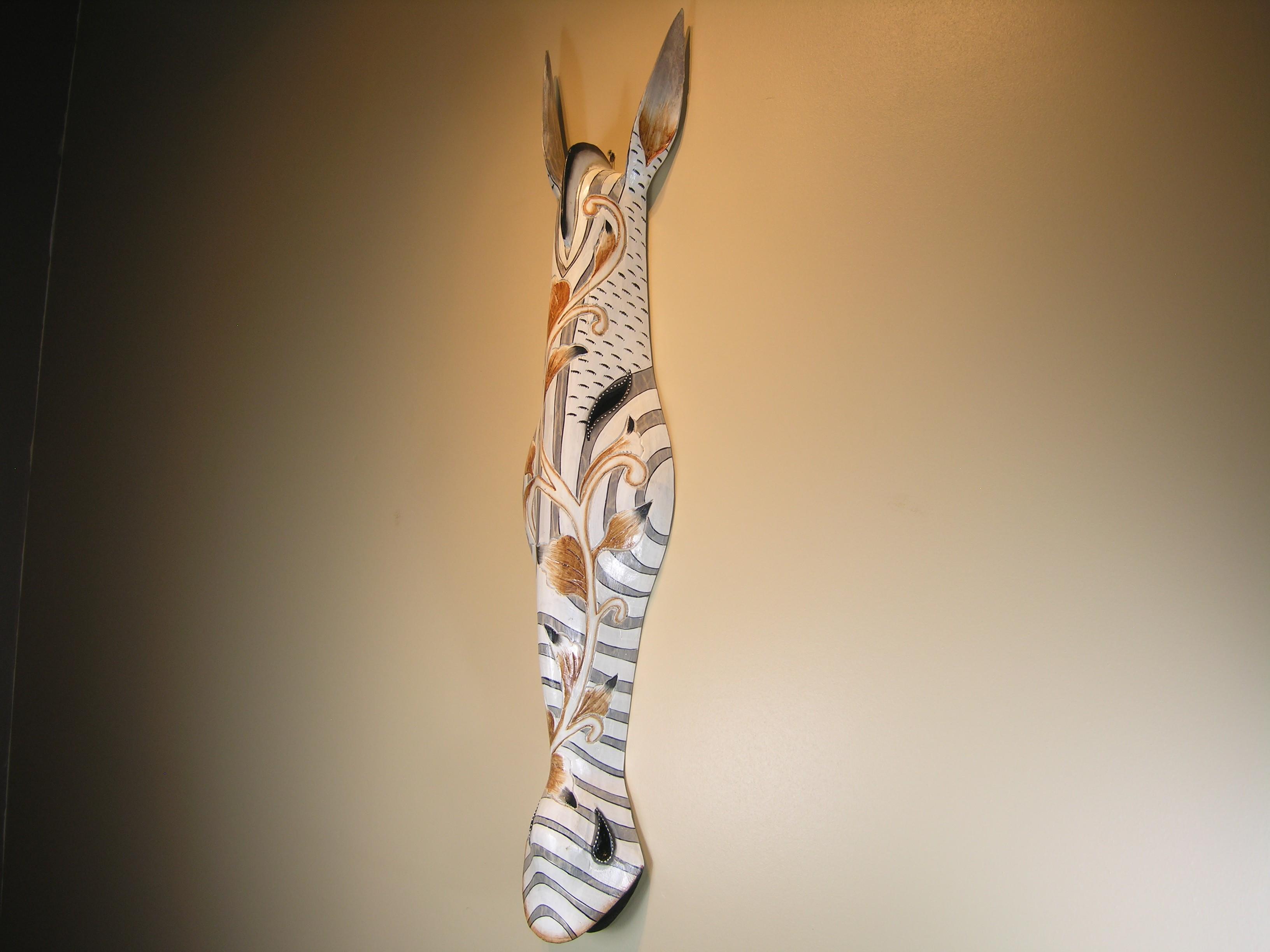 Masque z bre en bois peint 100cm style africain for Miroir zebre