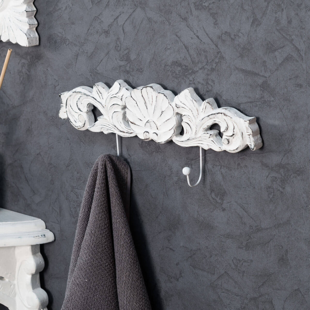 porte serviette mural double crochet baroque blanc. Black Bedroom Furniture Sets. Home Design Ideas
