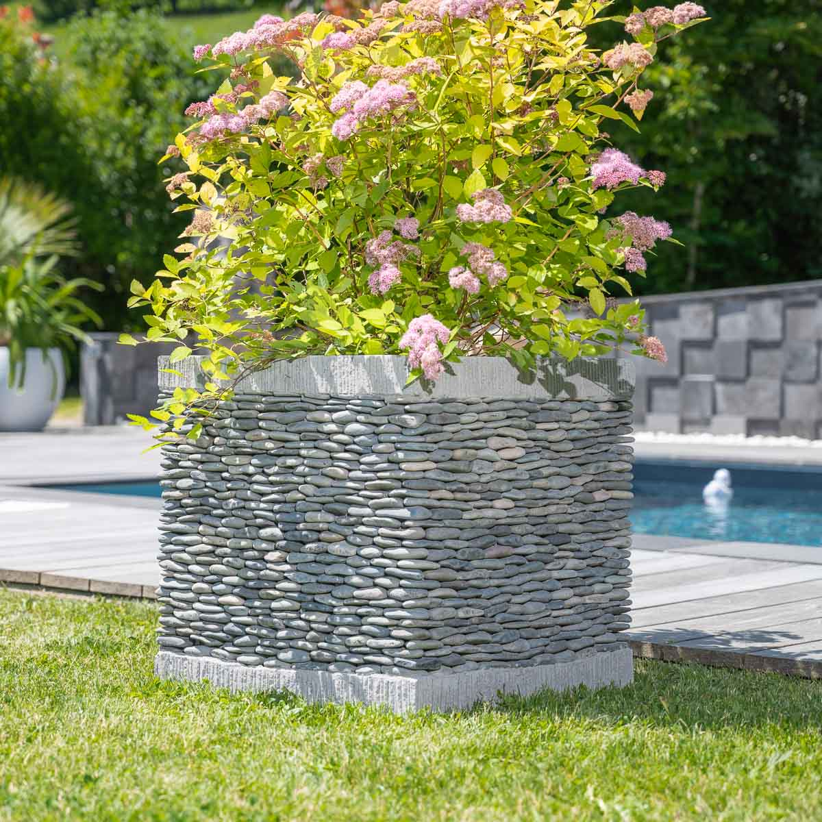 Pot de jardin en galet cube naturel h 50 cm for Grand jardin zen