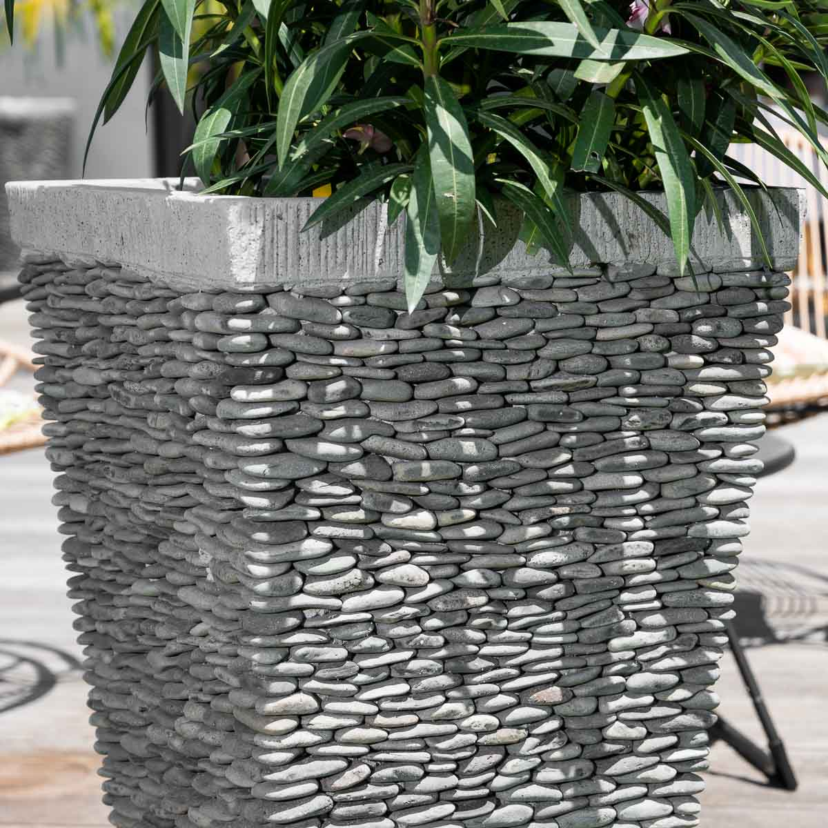 Pot de jardin en galet de rivi re carr naturel h 80 cm - Pot de decoration exterieur ...