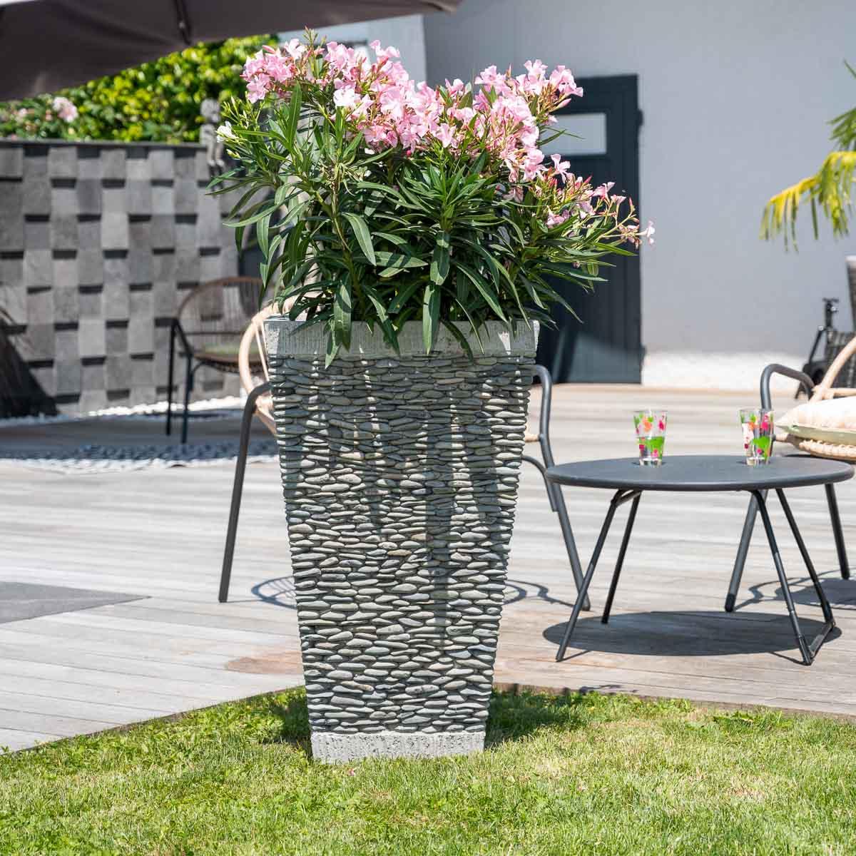 Pot de jardin en galet de rivi re carr naturel h 80 cm for Decoration exterieur zen