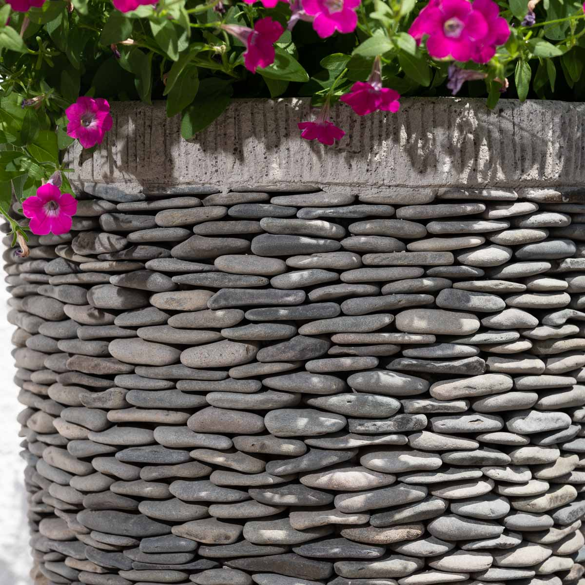 Pot de jardin en galet de rivi re conique naturel h 80 cm - Galet decoratif exterieur ...