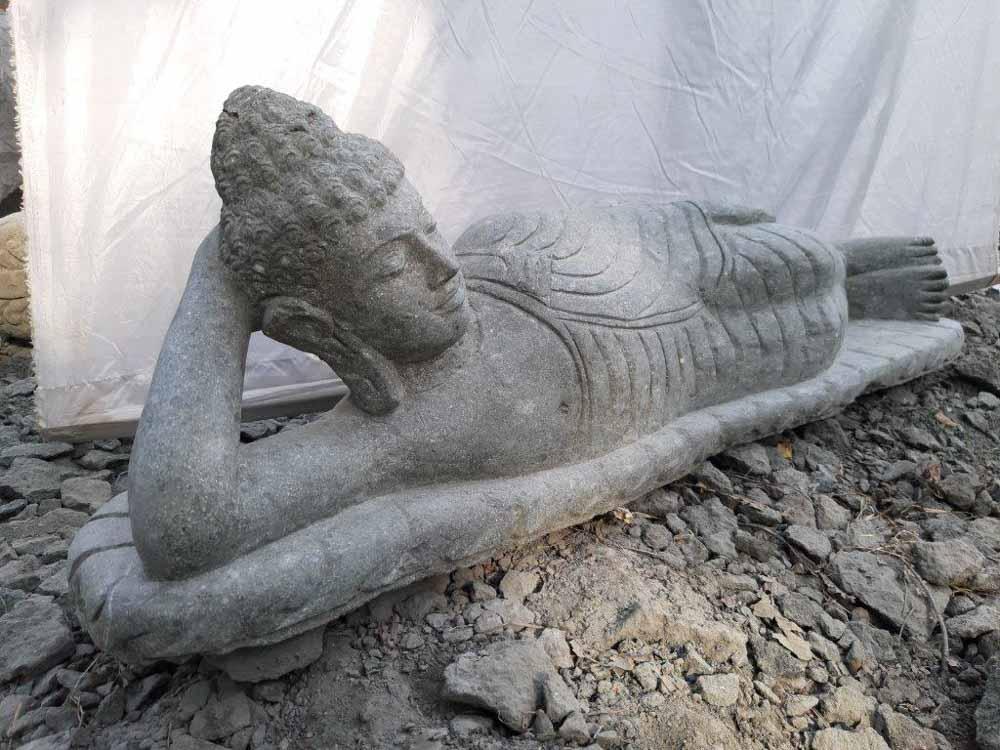 Statue bouddha allong e de jardin en pierre naturelle 1 m 20 for Statue de jardin en pierre