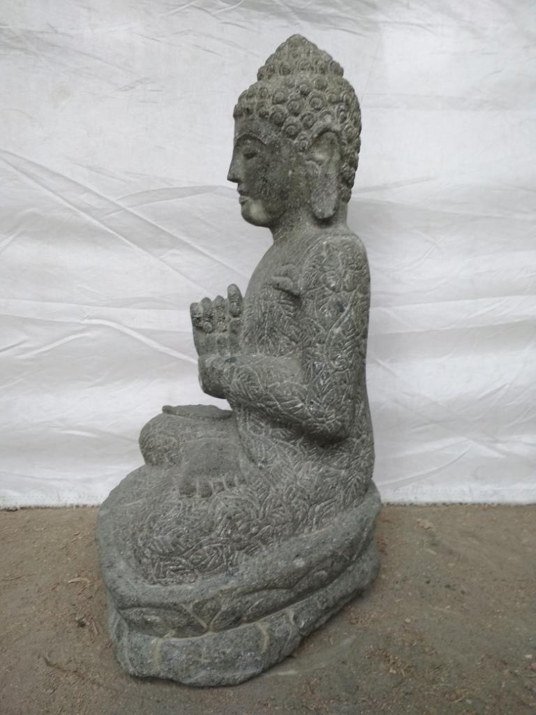 statue de bouddha en pierre volcanique de jardin zen. Black Bedroom Furniture Sets. Home Design Ideas