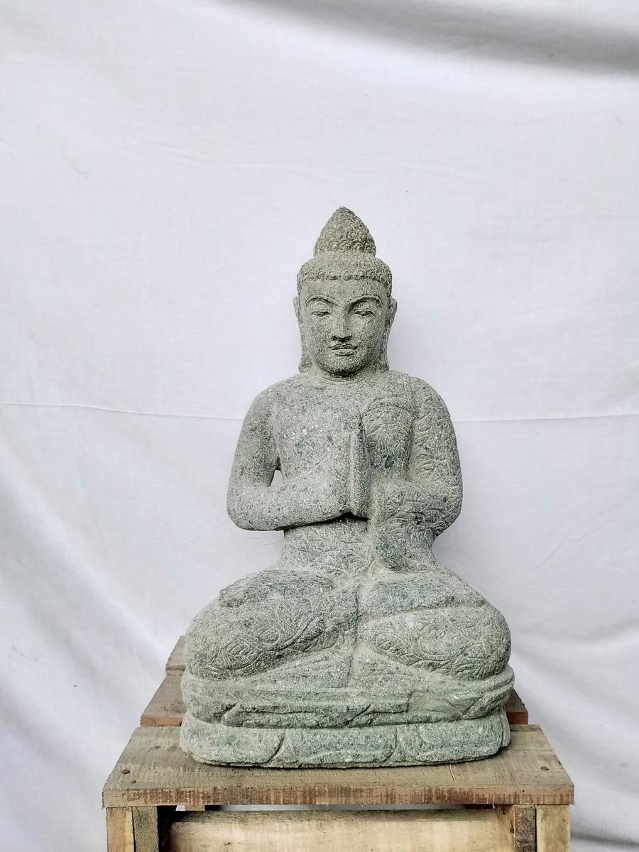 Statue ext rieur zen bouddha assis pierre volcanique for Statue bouddha exterieur pour jardin