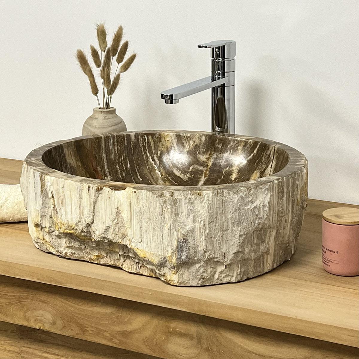 Vasque poser en bois p trifi fossilis marron l 54 cm for Bain en bois exterieur