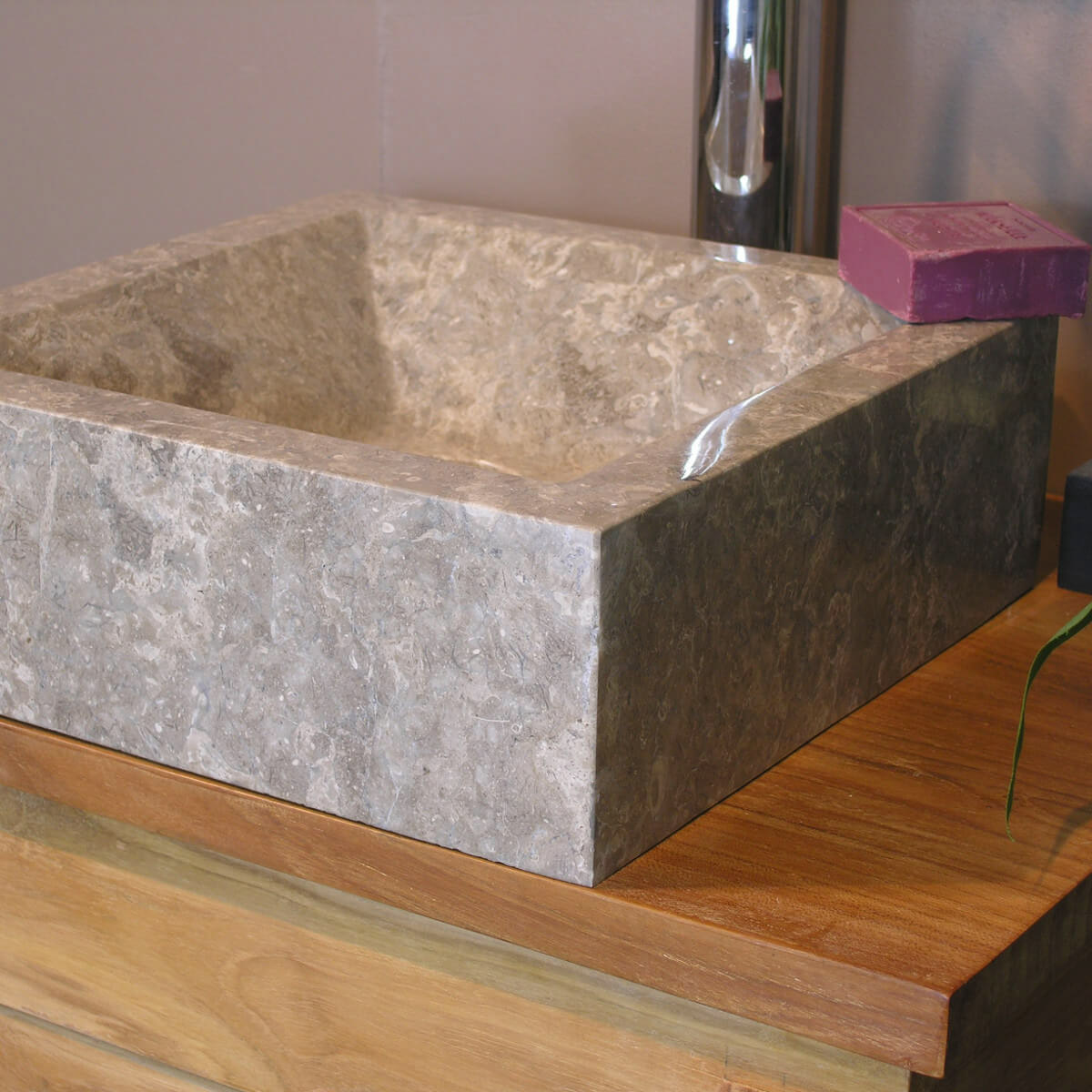 Vasque poser en marbre alexandrie carr e grise taupe for Salle de bain 5m carre