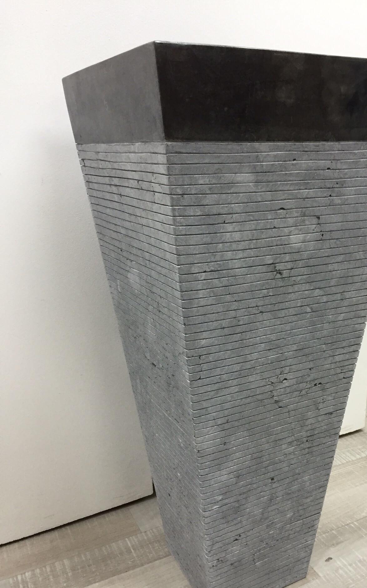 Vasque sur pied en marbre guizeh carr e noire mat l for Colonne de salle de bain noir mat