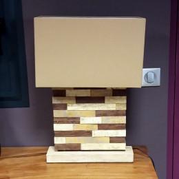 Lampe à poser carré en bois patiné gris 62 cm