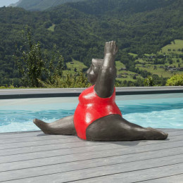 Contemporary red woman statue 1 m