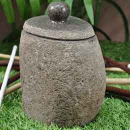 Vaso piedra de río con tapa