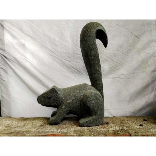 Escultura de jardín ardilla de piedra volcánica 50 cm