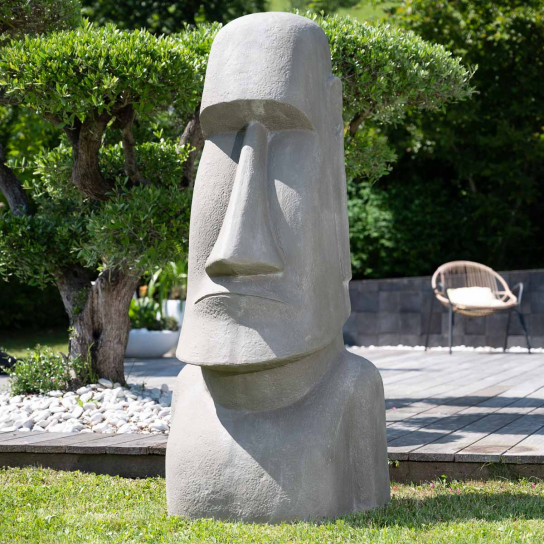 Estatua gigante del jardín moai de la isla de pascua 1m50