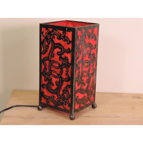 Lampe en fer forgé rectangle rouge 14 cm hauteur 30 cm