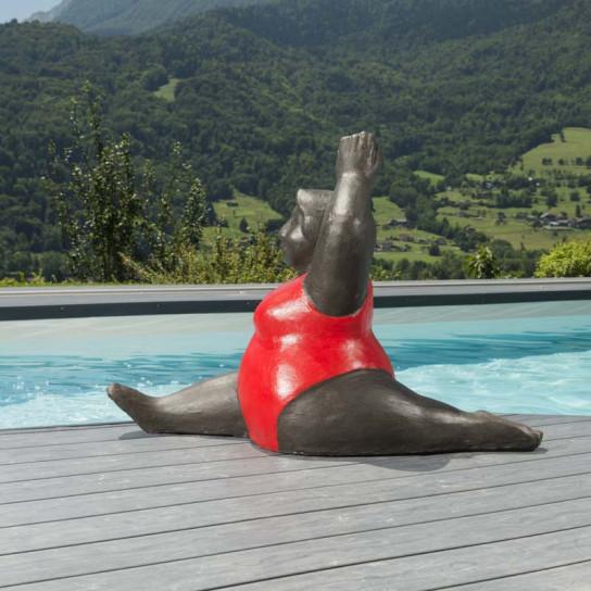 Statue femme contemporaine colorée rouge 1m