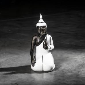 Buda bienestar de rodillas modelo pequeño blanco 44 cm
