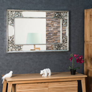 Espejo decorativo de madera con pátina Mathilde plateado 110 x 70 cm