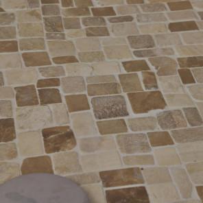 Revêtement douche a l'italienne en marbre