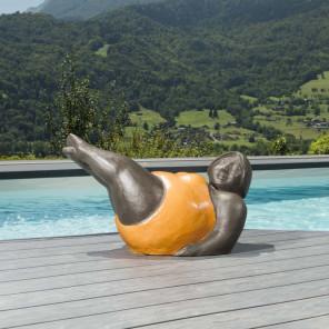 Statue femme contemporaine orange 70 cm