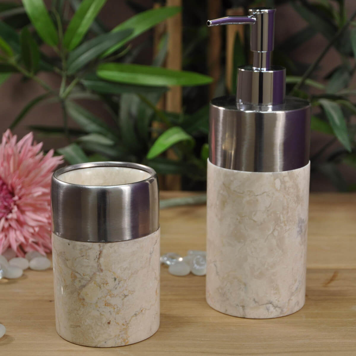 distributeur de savon et gobelet en marbre et inox cr me d 7 cm. Black Bedroom Furniture Sets. Home Design Ideas
