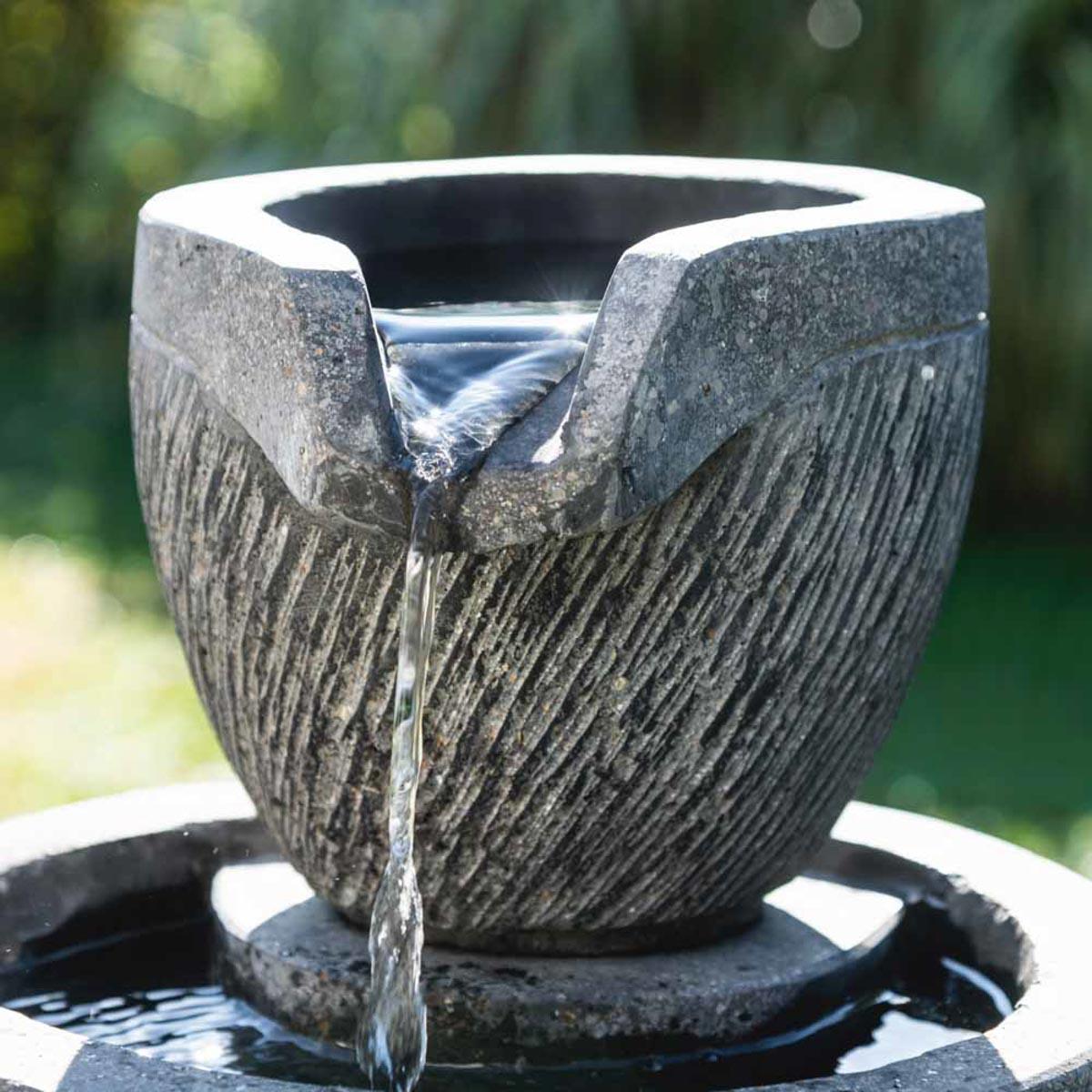 awesome fontaine de jardin namur gallery. Black Bedroom Furniture Sets. Home Design Ideas