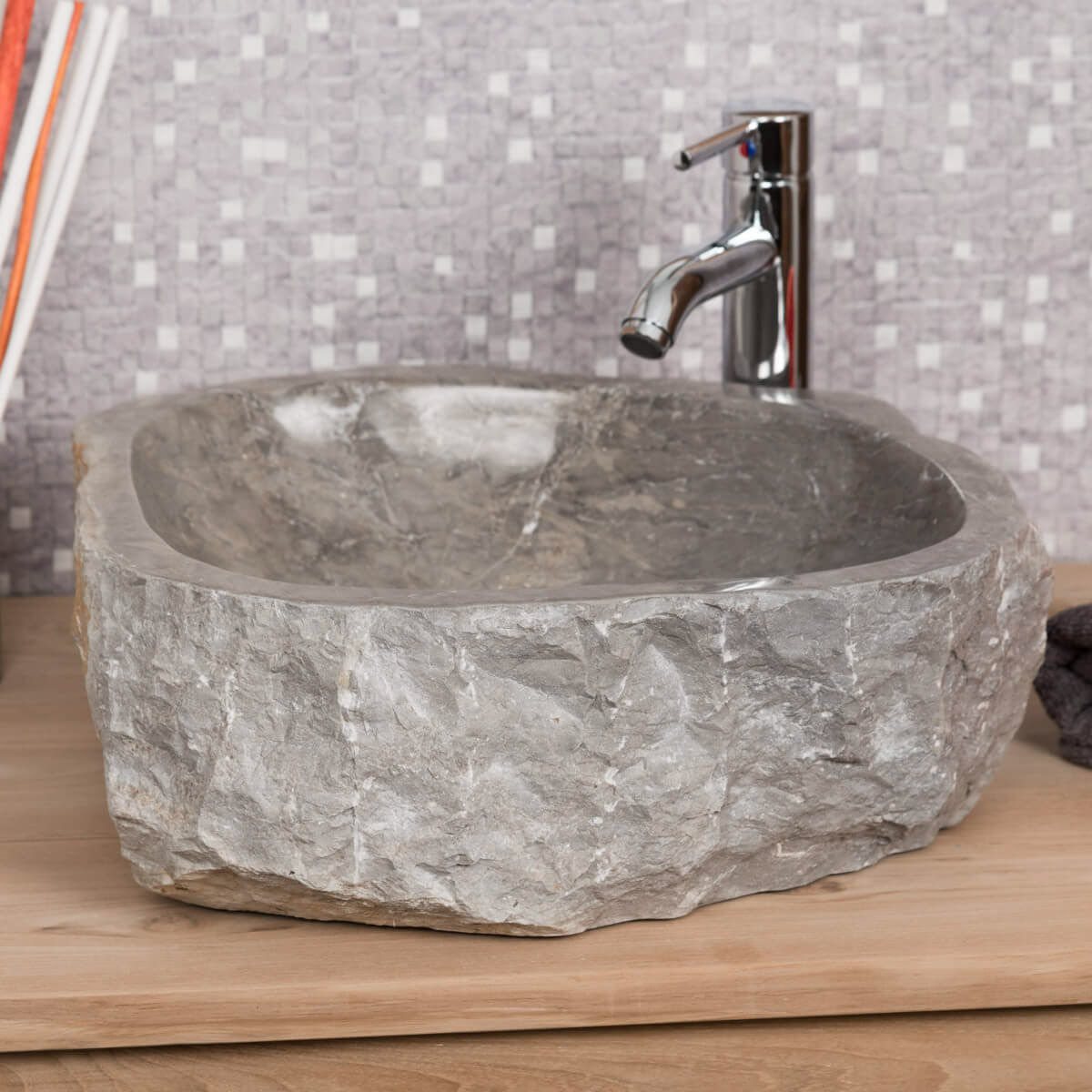 Grande vasque de salle de bain poser roc en marbre gris - Meuble salle de bain vasque a poser ...