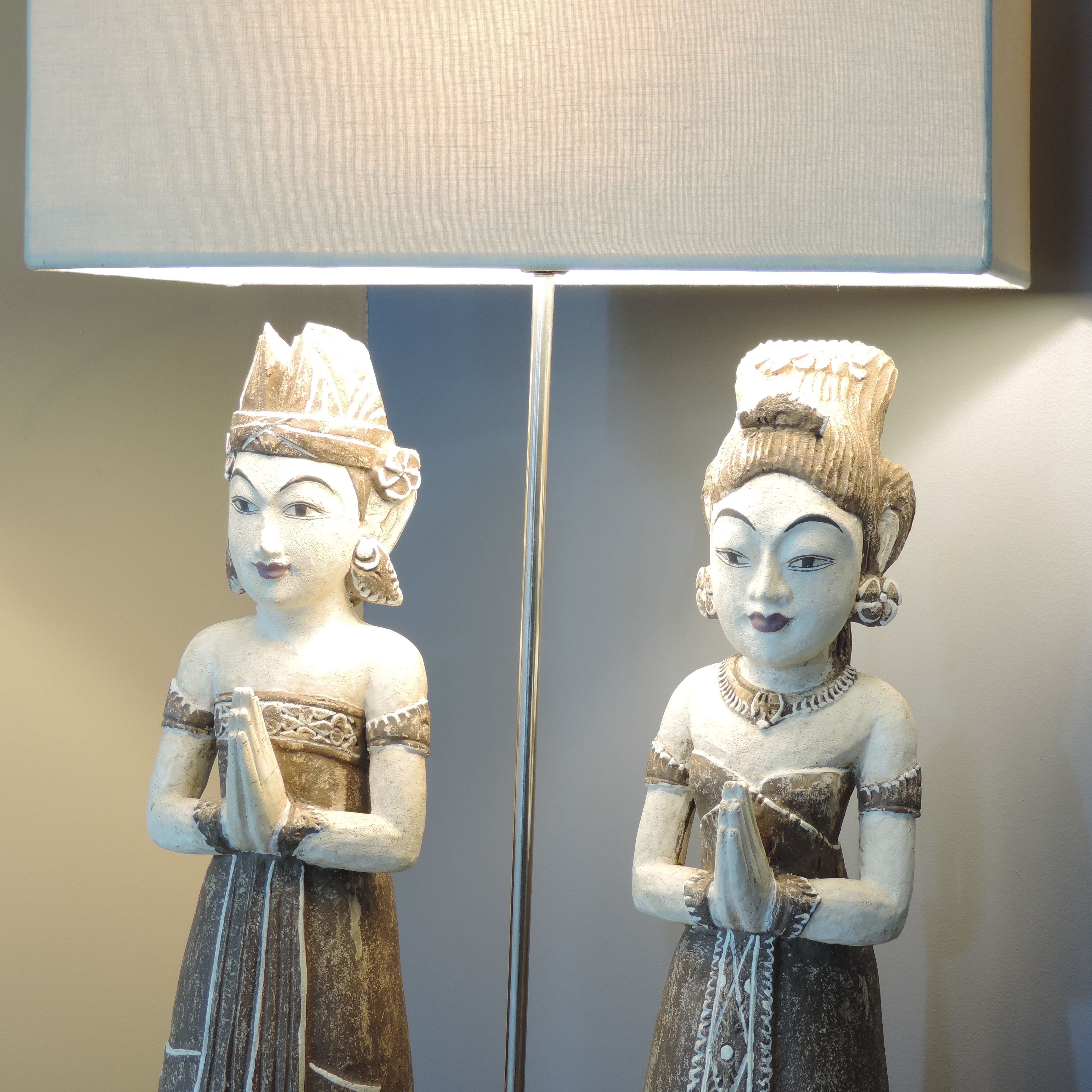 lampe poser en bois patin gris prune 83cm balinaises. Black Bedroom Furniture Sets. Home Design Ideas