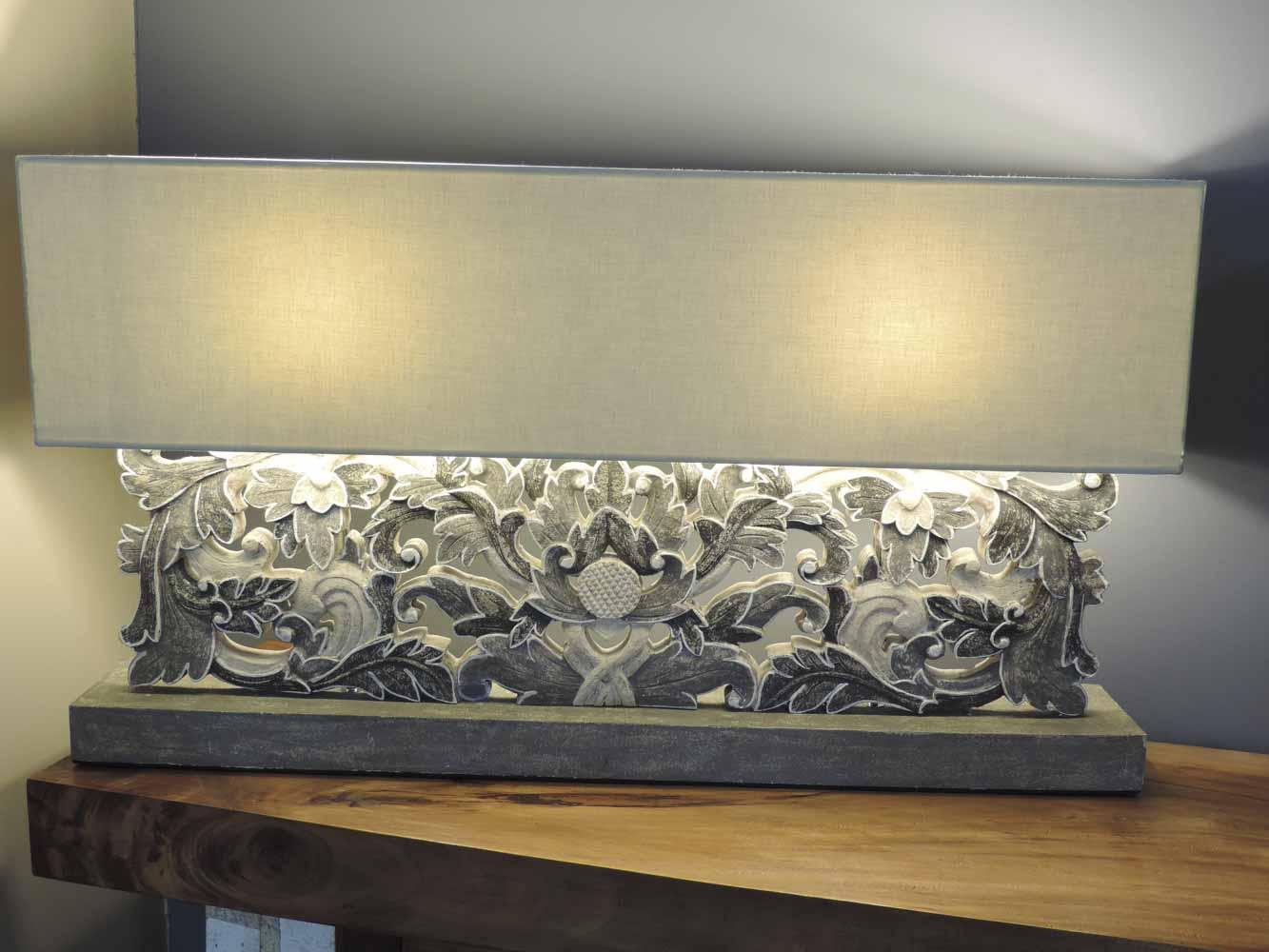 Lampe poser arabesques et fleurs en bois patin charme rectangulaire gris h 56 cm for Meuble pour lampe de salon