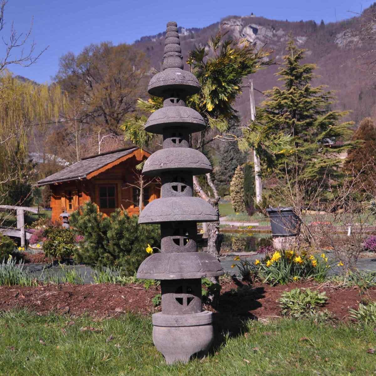 lanterne japonaise pagode zen en pierre de lave m. Black Bedroom Furniture Sets. Home Design Ideas