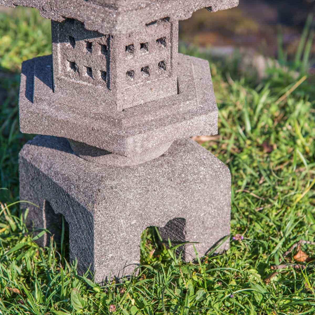 Lanterne japonaise en pierre de lave naturel 55 cm - Lanterne zen jardin ...