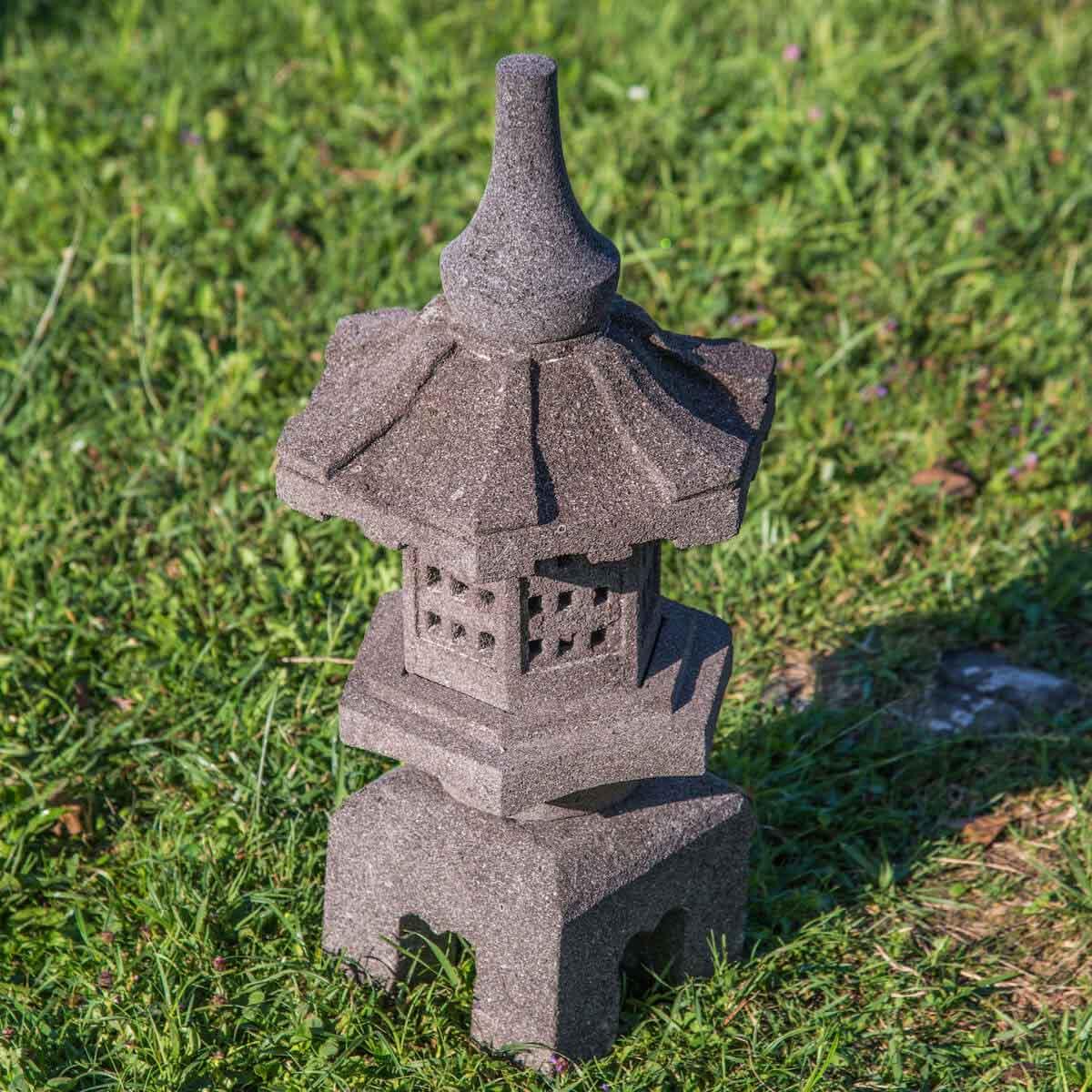 lanterne japonaise en pierre de lave naturel 55 cm. Black Bedroom Furniture Sets. Home Design Ideas
