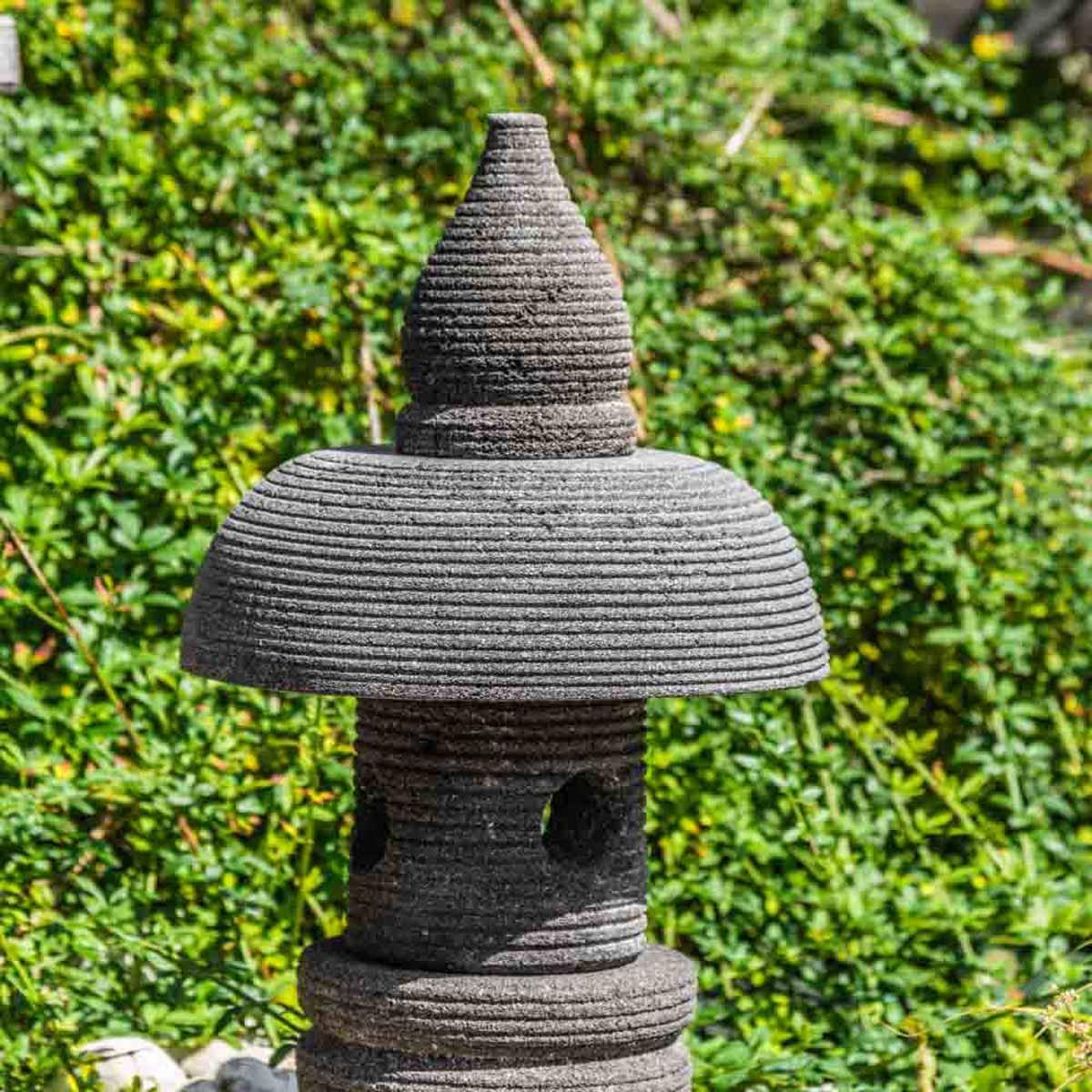 Lampe japonaise en pierre de lave : naturel, H : 55 cm